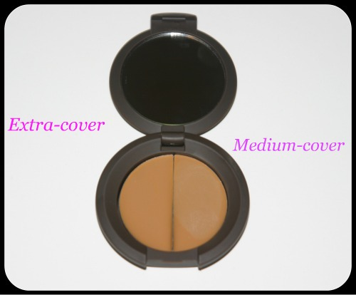 Becca-Cosmetics-compact-concealer-inside