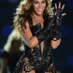 Beyoncé ROCKS Chevron Gold Minx Nails at the Superbowl!