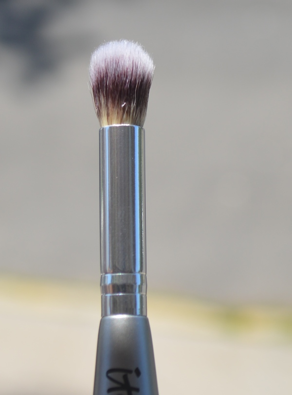 It Cosmetics Limited Edition Heavenly Luxe Dual Ended Complexion Perfection Brush